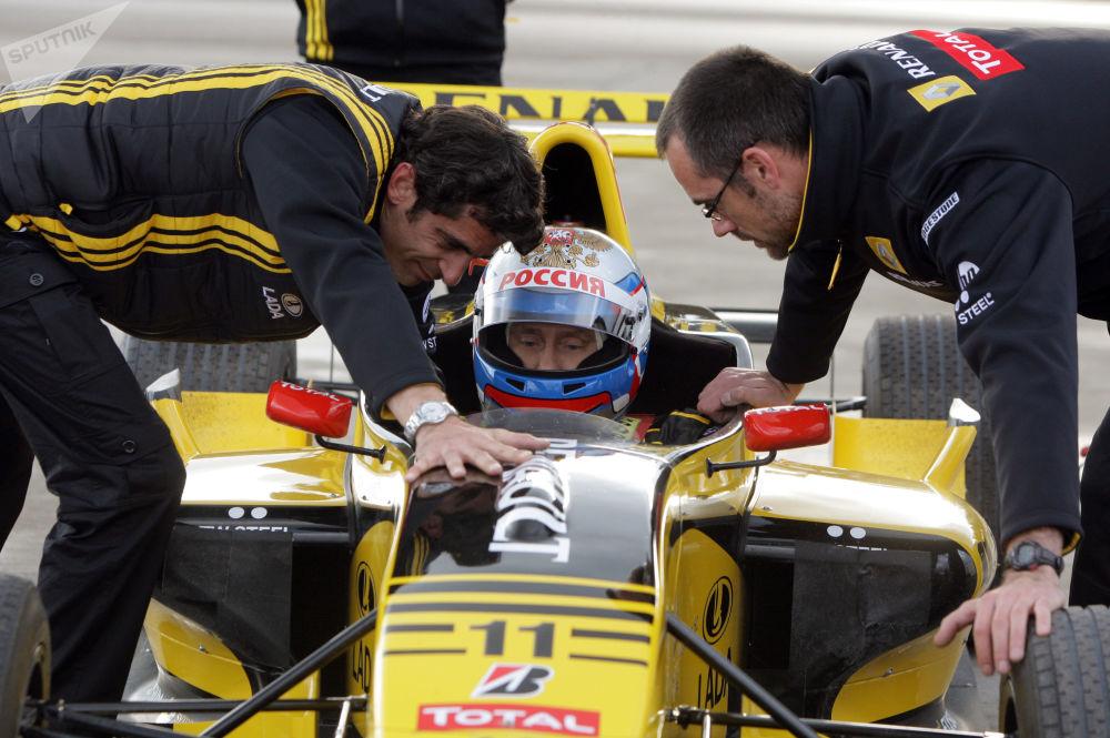Władimir Putin popróbował sił jako pilot Formuły 1.