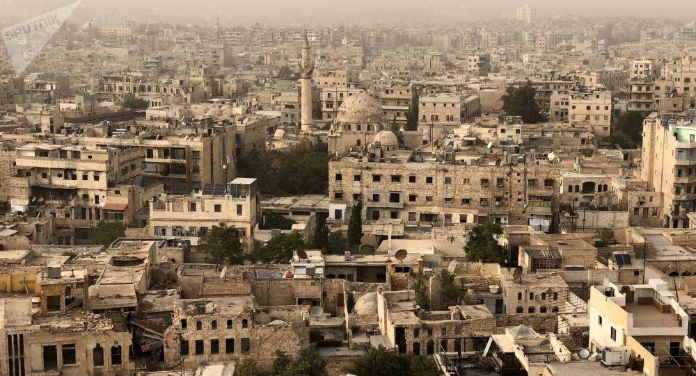 Zniszczone i uszkodzone w wyniku działań wojskowych budynki w Aleppo