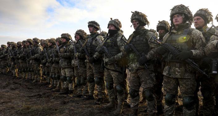 Uczestnicy ćwiczeń taktycznych wojsk desantowo-szturmowych w obwodzie żytomierskim