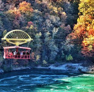 Widok na wodospad Niagara z kolejki linowej