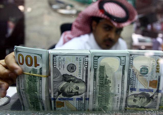 Saudyjczyk z pieniędzmi