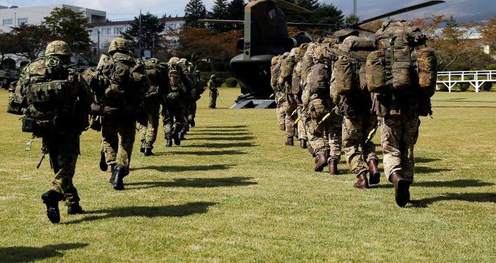 Brytyjscy żołnierze na wspólnych ćwiczeniach z Japonią