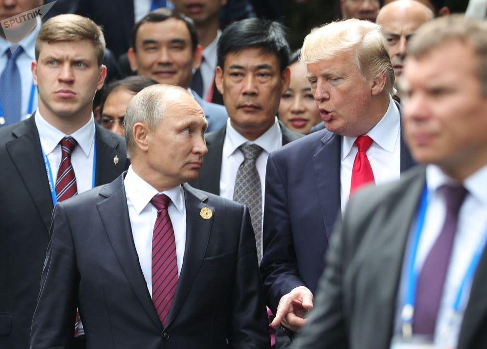 Władimir Putin i Donald Trump na szczycie APEC w Wietnamie