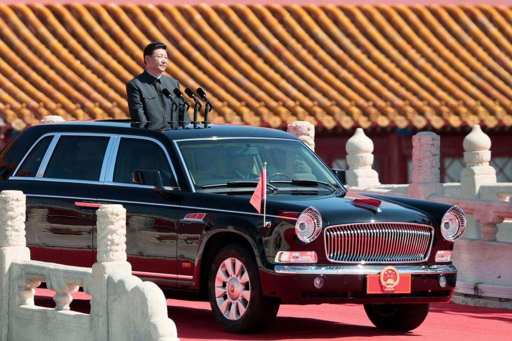 Przewodniczący Chińskiej Republiki Ludowej Xi Jinping przed rozpoczęciem defilady wojskowej z okazji 70. rocznicy zwycięstwa w II wojnie światowej