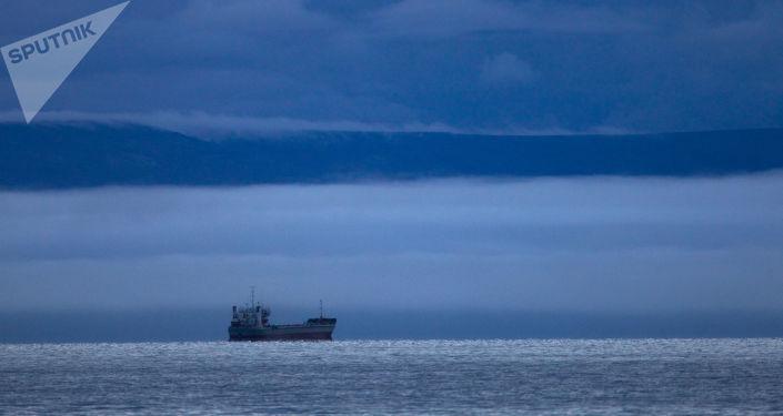 Statek na Morzu Wschodniosyberyjskim