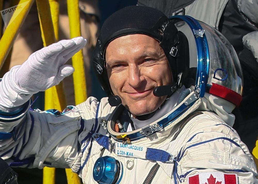 Członek załogi ISS-58/59, astronauta kanadyjskiej agencji kosmicznej David Saint-Jacques przed startem rakiety nośnej Sojuz-FG z załogowym statkiem kosmicznym Sojuz MS-11 na kosmodromie Bajkonuru15