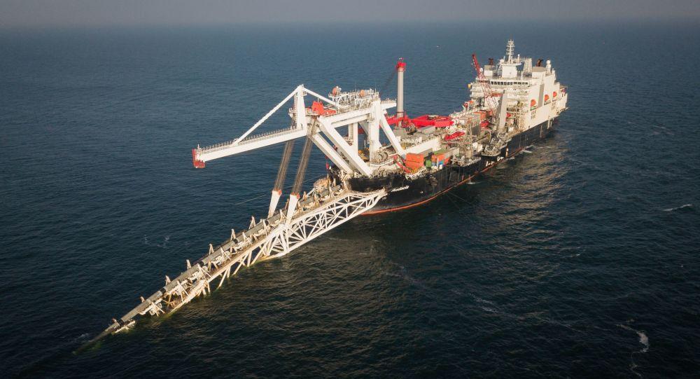 Statek Audacia firmy Allseas podczas układania rur na niemieckim odcinku gazociągu Nord Stream 2