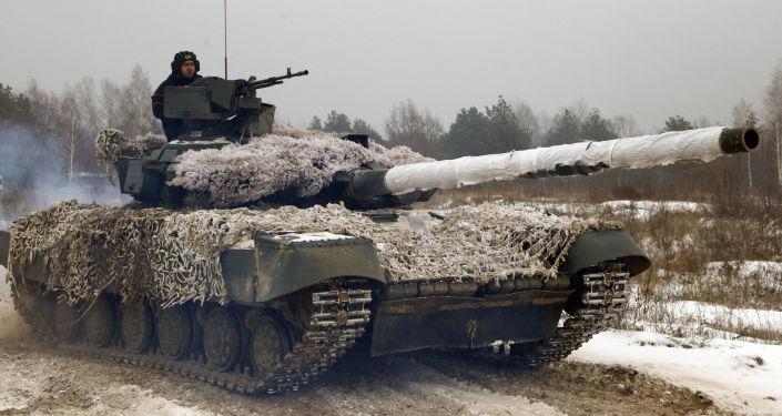 Ukraińskie wojskowy na czołgu