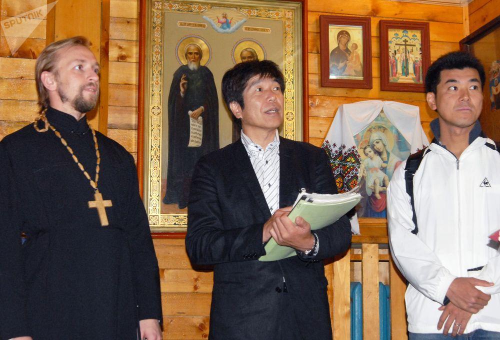 Japońska delegacja, która przybyła na Kuryle w trybie bezwizowym, odwiedzają prawosławną cerkiew