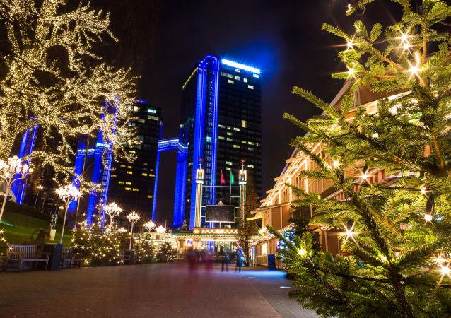 Bożenarodzeniowe iluminacje na ulicach szwedzkiego miasta Göteborg