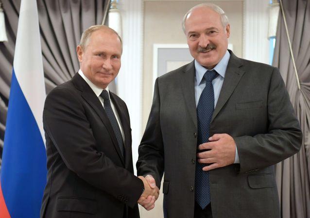 Prezydent Rosji Władimir Putin i prezydent Białorusi Aleksander Łukaszenka w czasie spotkania w Mogilewie