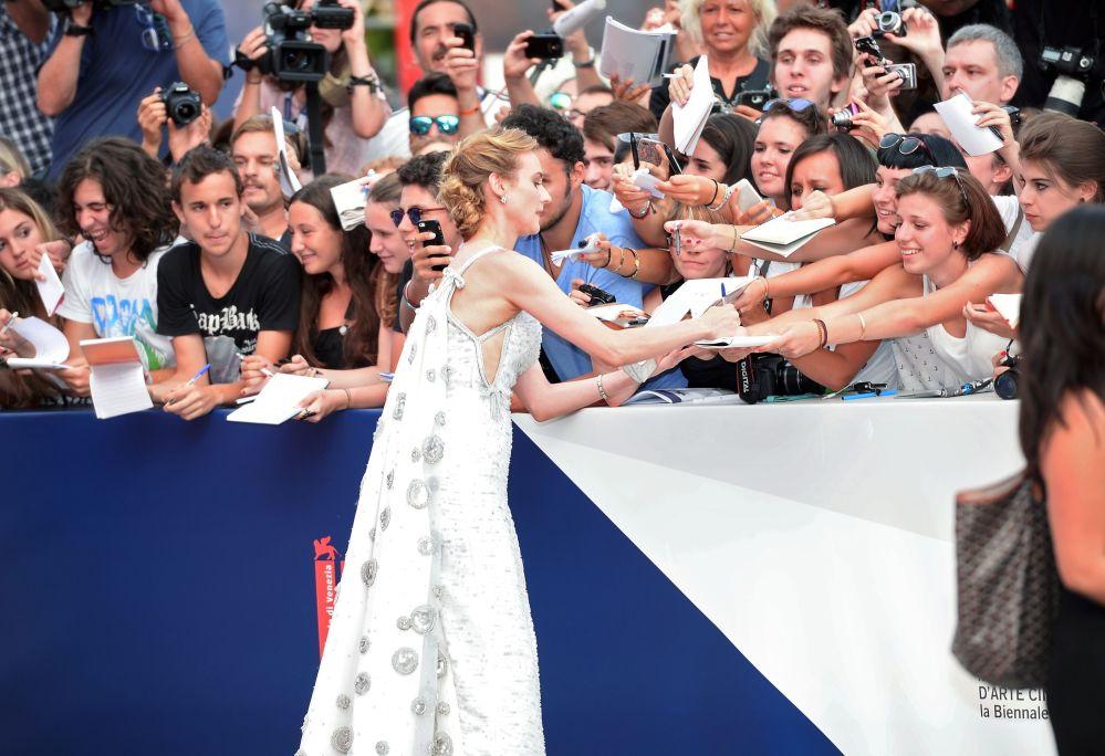 Niemiecka aktorka Diane Kruger na czerwonym dywanie podczas ceremonii otwarcia 72. Międzynarodowego Festiwalu Filmowego w Wenecji