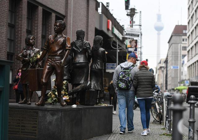 """Pomnik """"Pociągi do życia, pociągi na śmierć"""" w Berlinie"""
