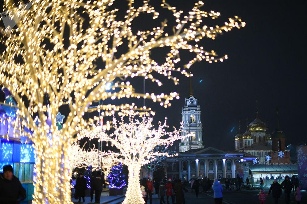 Iluminacje świąteczne na Placu Lenina w Tule