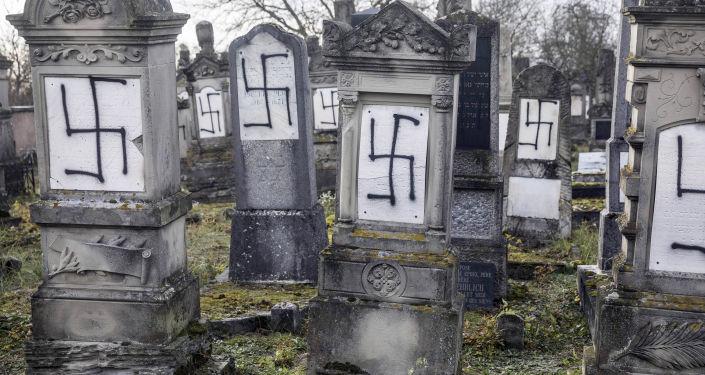 Zbezczeszczone nagrobki żydowskie na północy Strasburga, Francja