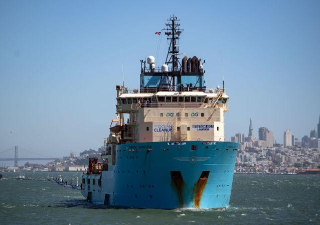 System oczyszczania Oceanu Spokojnego ze śmieci System 001 w Zatoce San Francisco