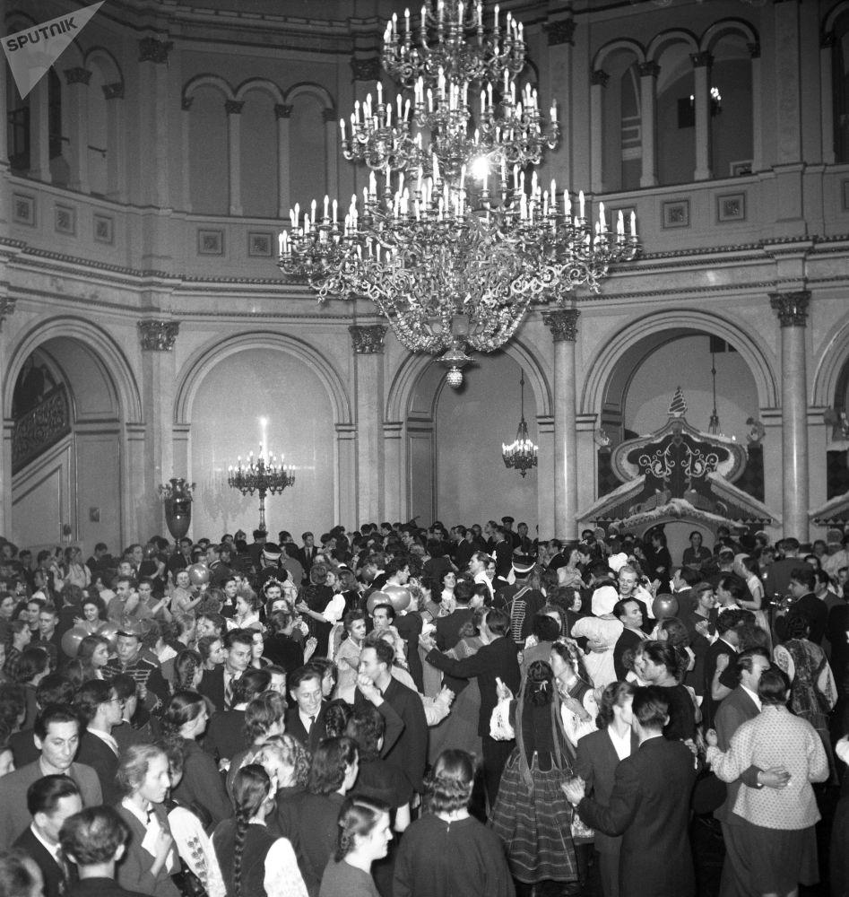Noworoczny bal dla młodzieży w Kremlu, 1955 rok