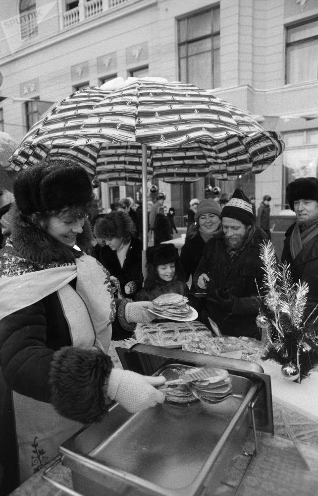 Noworoczny jarmark w centrum Moskwy, 1987 r.