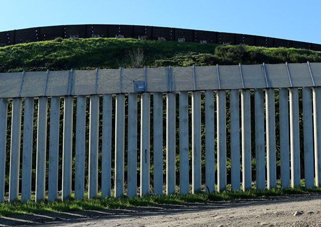 Ściana między Meksykiem a USA