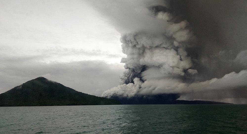 Erupcja wulkanu Anak Krakatau
