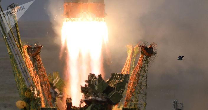 """Uruchomienie pojazdu startowego Sojuz-FG ze statkiem kosmicznym Sojuz MS-09 z platformy startowej """"Gagarinskaya"""" kosmodromu Bajkonur"""