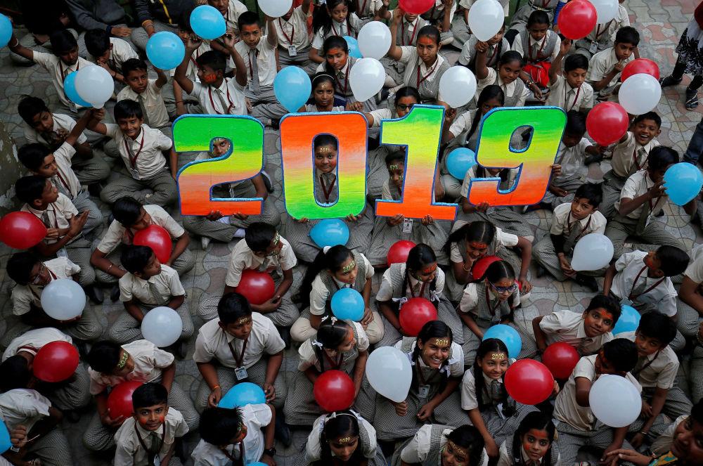 Hinduscy uczniowie w wigilię Nowego Roku
