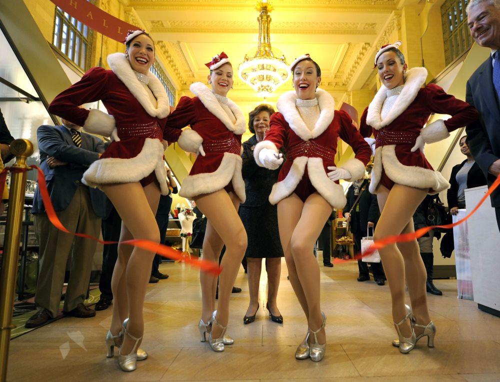 Tancerki z nowojorskiego zespołu tanecznego Rockettes