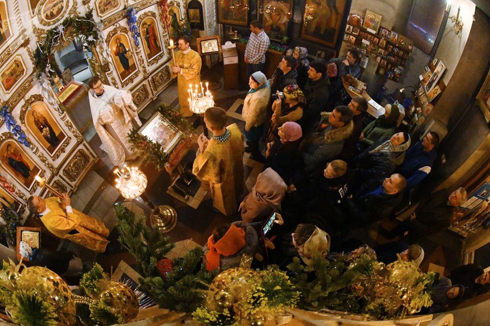 Świąteczne nabożeństwo w kościele Andrzeja Apostoła we Władywostoku