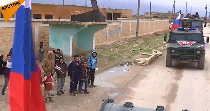 Rosyjska armia patroluje strefę syryjskiej prowincji Manbidż na granicy z Turcją