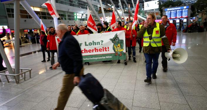 Strajk pracowników służb bezpieczeństwa na lotnisku w Dusseldorfie, Niemcy