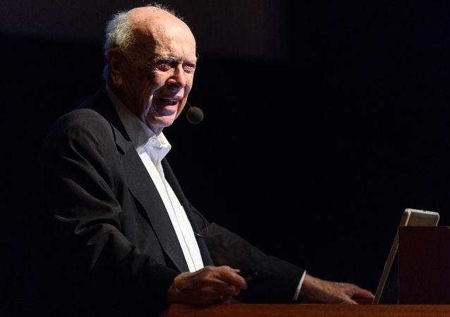 Laureat Nagrody Nobla w dziedzinie fizjologii i medycyny, odkrywca struktury DNA, dr James Watson. Zdjęcie archiwalne