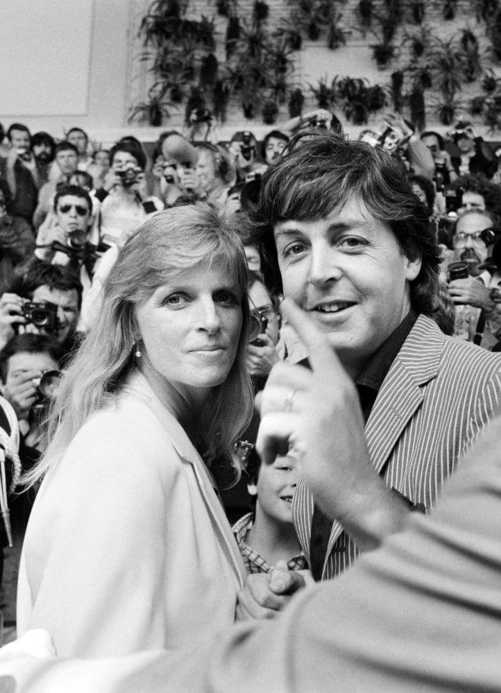 Członek zespołu The Beatles Paul McCartney z żoną Lindą
