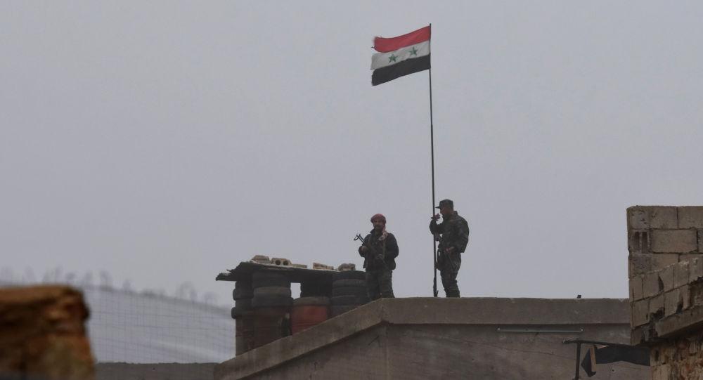 Syryjscy żołnierze niedaleko Manbidżu