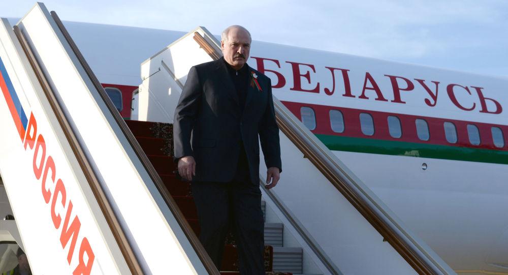 Przylot prezydenta Białorusi Alaksandra Łukaszenki do Moskwy