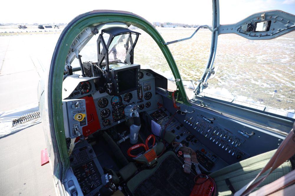 Kabina samolotu szturmowego Su-25SM3, biorącego udział w ćwiczeniach taktycznych w Kraju Krasnodarskim