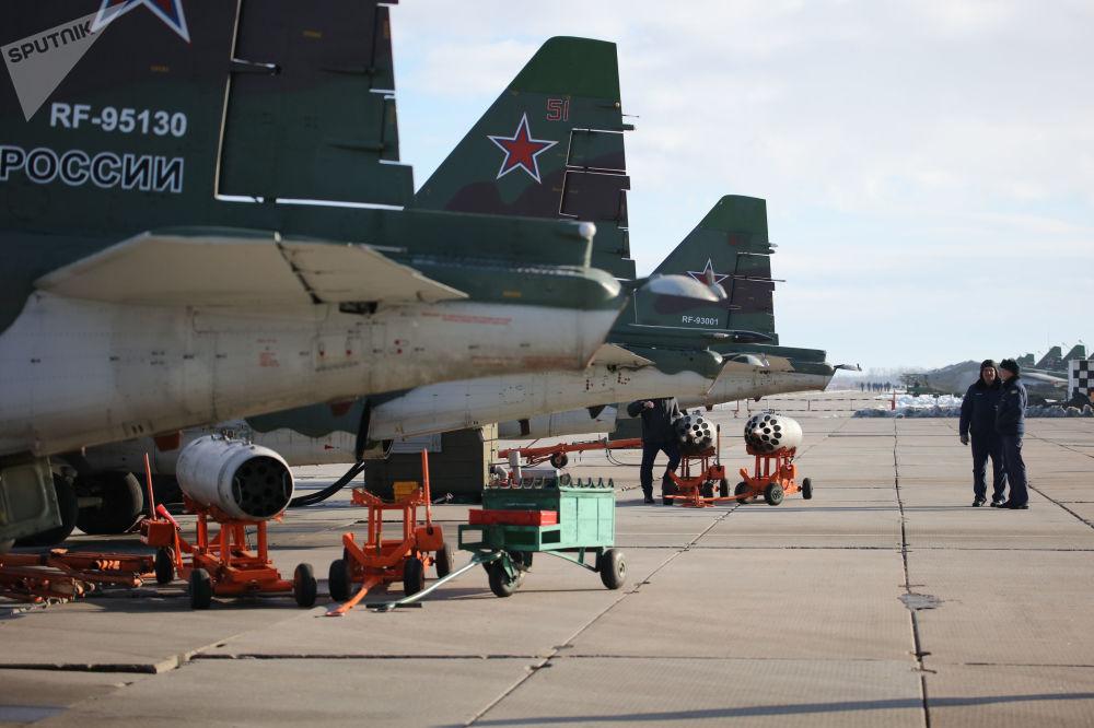 Samolot szturmowy Su-25SM3 podczas ćwiczeń taktycznych w Kraju Krasnodarskim