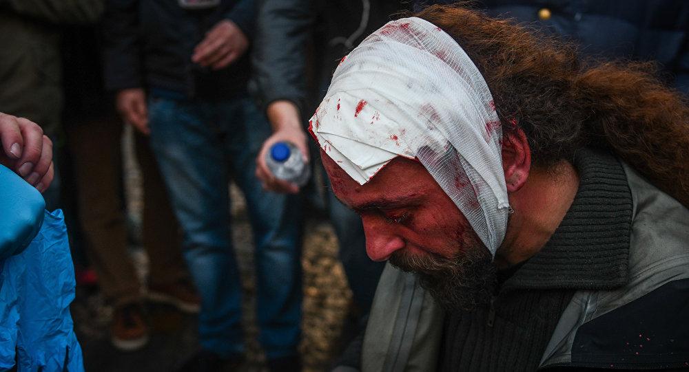 Kostis Ntantamis, stringer pracujący dla greckiej redakcji Sputnika, pobity podczas demonstracji w Atenach