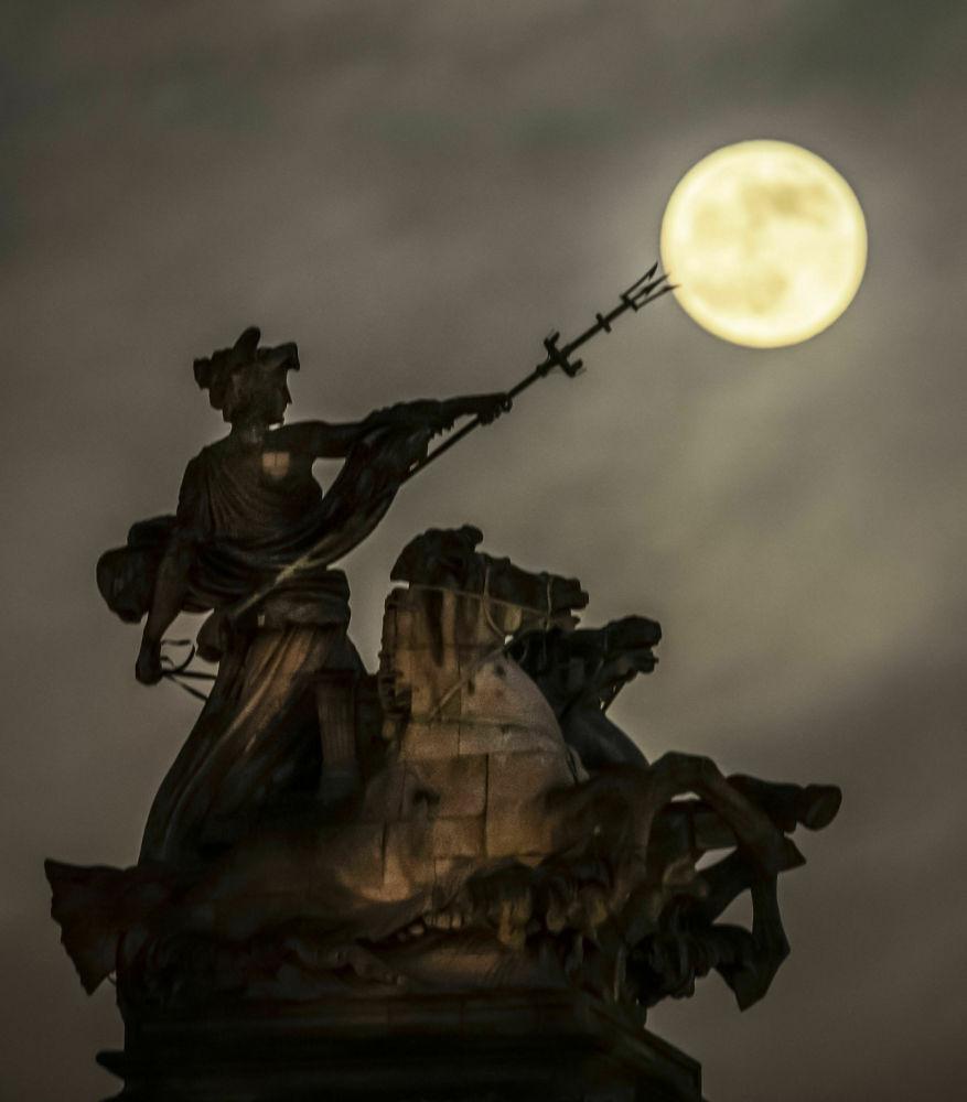 Krwawy Księżyc w Anglii