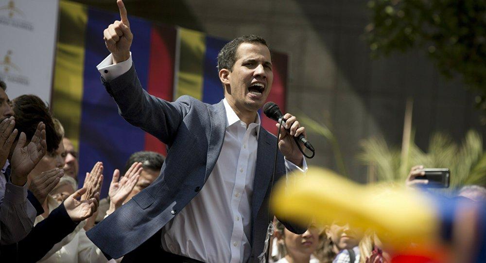 Szef opozycyjnego parlamentu Wenezueli Juan Guaido