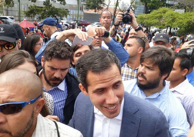 Przewodniczący parlamentu i przywódca opozycji Wenezueli Juan Guaido, który ogłosił się tymczasowym prezydentem kraju podczas wiecu w Caracas