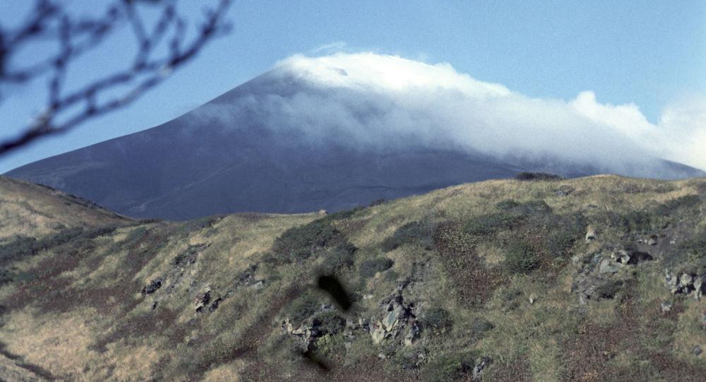 Wulkan Saryczewa na wyspie Matua