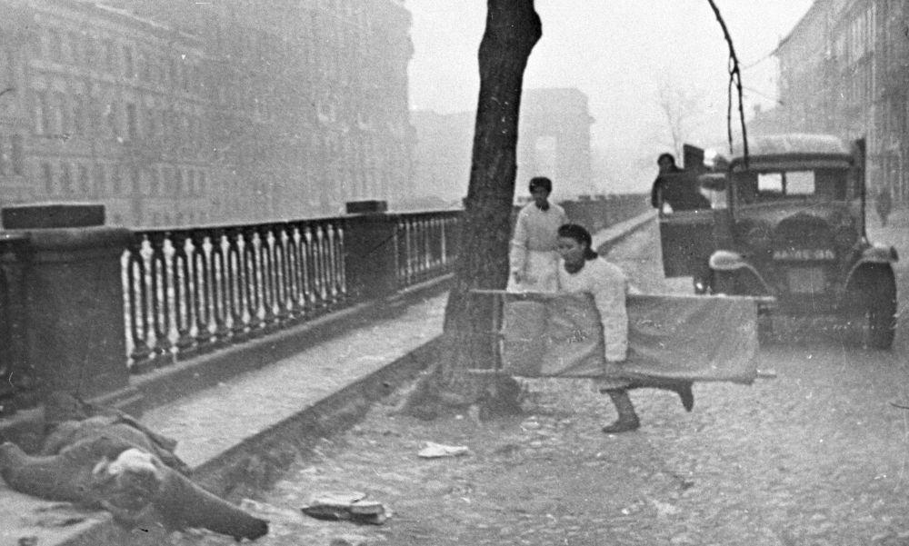 Pielęgniarka na ulicy Leningradu