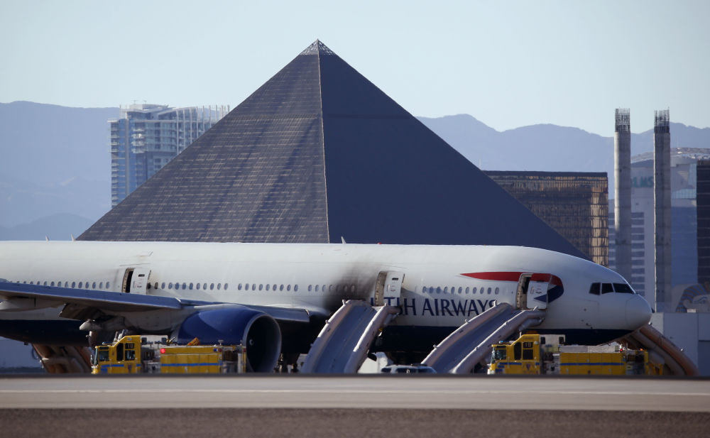 Samolot na lotnisku po ugaszeniu pożaru