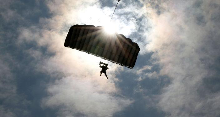 Żołnierz armii USA na ćwiczeniach z Japonią
