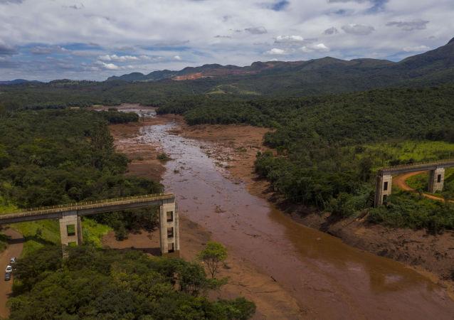 Przerwana tama w gminie Brumadinho w Brazylii