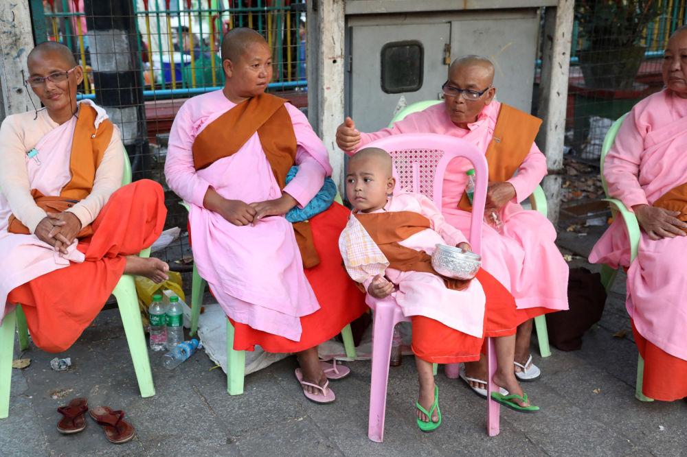 Mnisi buddyjscy w Mjanmie