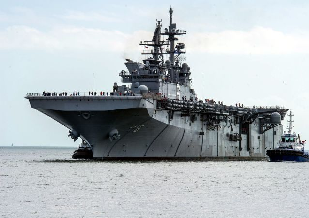 "Okręt desantowy USS ""America"