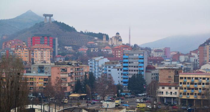 Widok na kosowskie miasto Kosowska Mitrowica