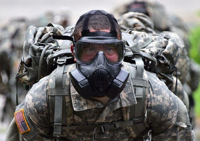 Żołnierz armii USA podczas zawodów w amerykańskiej bazie w Korei Południowej
