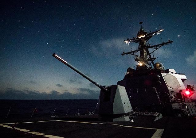USS Dewey i Mk 45 na Oceanie Spokojnym